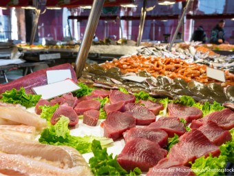fish-market-tuna_39000_1